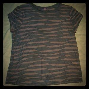 Vera Wang Tshirt size XL